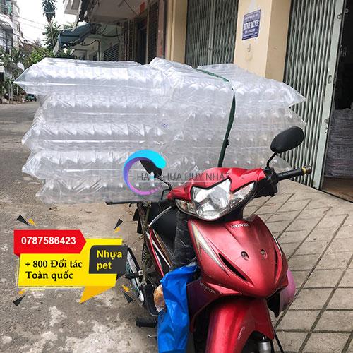 ship chai nhựa bằng xe máy